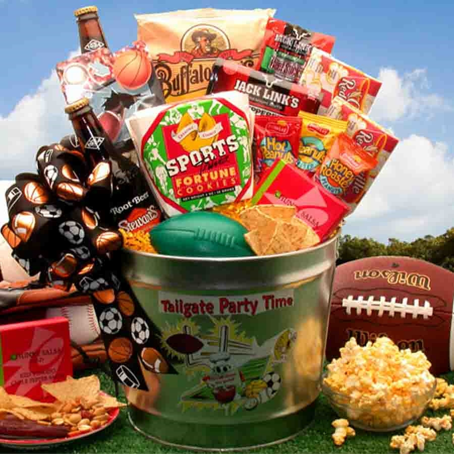 A gift for dad or a birthday gift for him! Tailgate party! Do you have a weekend warrior on your gift giving list? This awesome tailgate party gift pail is the perfect gift for all the sports fanatics you know. Filled to overflowing with delicious snacks, #food