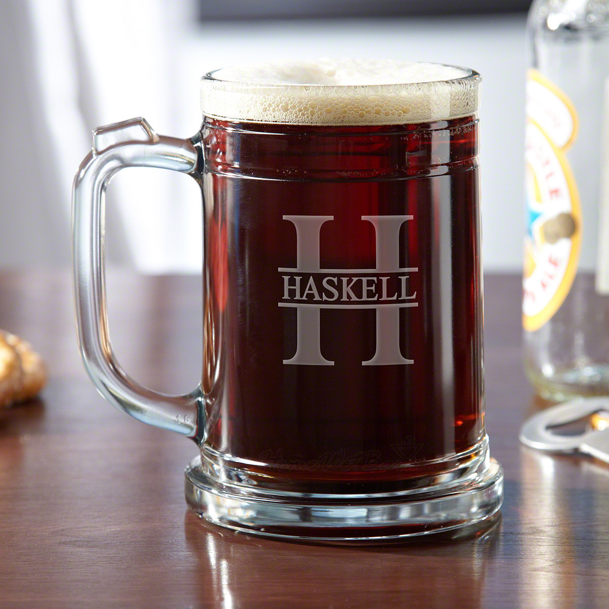 This debonair pint mug strikes the perfect balance between contemporary and traditional. This fine beer glassware comes engraved with the name and initial of your choice, creating a chic gift for groomsmen or any craft brew lover. Made in the fine traditi #mug