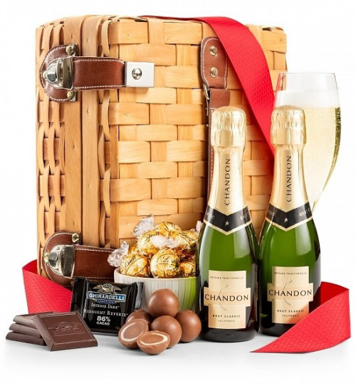 A combination of the two greatest flavors! For the sweet lover: champagne and chocolate. Indulge and delight someone special with this unique gift set that combines two of World's most sensual pleasures: world-class champagne and famous chocolates. A pet #gift