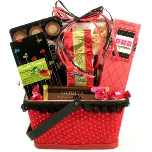 This lovely Valentine's Day basket arrives filled with tasty treats for your sweet! #gift