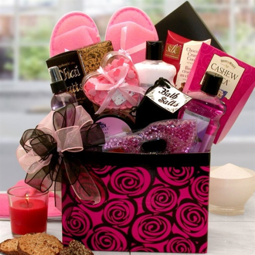 Treat her to heavenly bath and body retreat. Soak the day away surrounded with the sweet scent of Sweet pea. This beautiful gift box is designed to pamper and rejuvenate the body and soul, presented in a keepsake floral gift box perfect for storing cheris #gift
