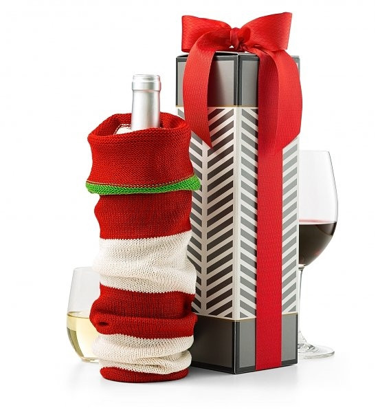 A gift that exceeds expectations in presentation and quality, this exquisite gift set is an impressive way to send a bottle of upscale champagne. The unique experience begins with a metallic-accented wine box that opens to reveal a bottle of Mumm Napa Cuv #gift