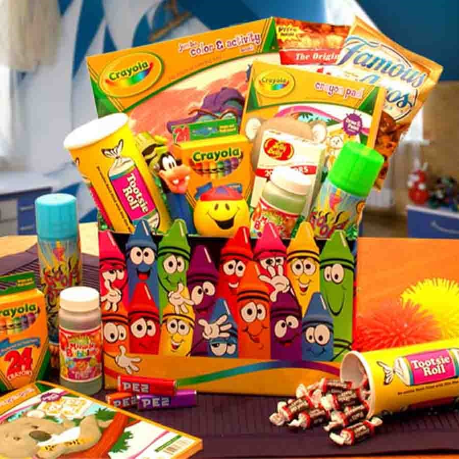 Lots of activities are jammed into this special Crayola gift box. This gift box has been designed with kids in mind. There are a variety of activities and snacks jammed into this exclusive gift box that children of all ages would love. This is a great gif #gift