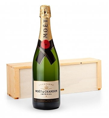 It's the perfect gift for clients, colleagues, and loved ones! Send this upscale wine to congratulate or thank a friend or business associate. The gift of champagne always makes a grand impression. This elegant gift comes with one bottle of well-balanced, #gift
