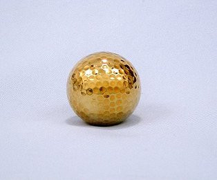 This 24 karat gold dipped golf ball makes a perfect gift for the golfers in your life. Dipped in gold this everlasting keepsake is sure to be a treasure for generations to come. #gift