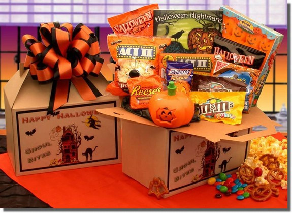 A spooktacular Happy Halloween gift box is filled to the brim with Halloween's most popular sweet treats. Decorated with a festive Happy Halloween label this Halloween themed gift box will delight Ghoul's of all ages. #gift