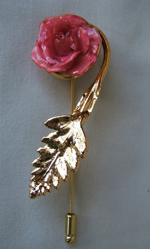 Add a unique accent to any outfit with a Miniature Pink Rose Pin trimmed in 24K Gold. Miniature red roses have been preserved in a clear lacquer finish to allow them to be everlasting. They are trimmed in gold using a similar process to our gold roses. Fr #gift