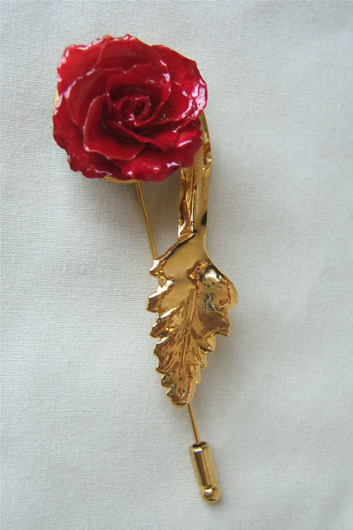 Add a unique accent to any outfit with a Miniature Red Rose Pin trimmed in 24K Gold. Miniature red roses have been preserved in a clear lacquer finish to allow them to be everlasting. They are trimmed in gold using a similar process to our gold roses. Fro #gift