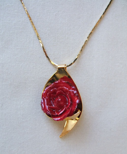 Miniature Rose Jewelry for the Rose Lover - Miniature Rose Necklace with 24k gold trim. Miniature red roses have been preserved in a clear lacquer finish to allow them to be everlasting. They are trimmed in gold using a similar process to our gold roses. #gift