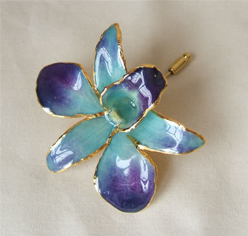 Picked at the peak of its natural perfection, a lush, exotic orchid blossom gives this Blue Dendrobium Orchid brooch its ethereal beauty. Each delicate, vibrant flower is skillfully preserved in lacquer and trimmed with touches of 24K gold. The Blue Orchi #gift