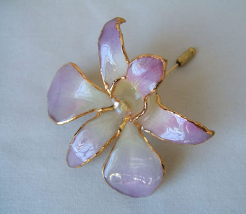 Picked at the peak of its natural perfection, a lush, exotic orchid blossom gives this Lilac Dendrobium Orchid brooch its ethereal beauty. Each delicate, vibrant flower is skillfully preserved in lacquer and trimmed with touches of 24K gold. The Lilac Orc #gift
