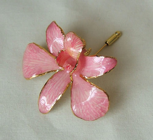 Picked at the peak of its natural perfection, a lush, exotic orchid blossom gives this Pink Dendrobium Orchid brooch its ethereal beauty. Each delicate, vibrant flower is skillfully preserved in lacquer and trimmed with touches of 24K gold. The Pink Orchi #gift