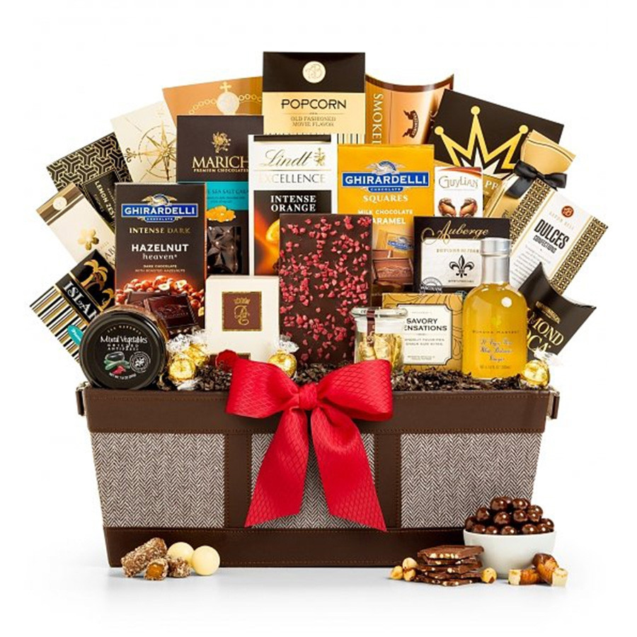 Filled with the finest gourmet goods. This plentiful gift of luxury chocolate, wild Pacific smoked salmon and many more gourmet delights is fit for any king or queen. A curated collection of our favorite chocolates and gourmet fare comes together in this #gift